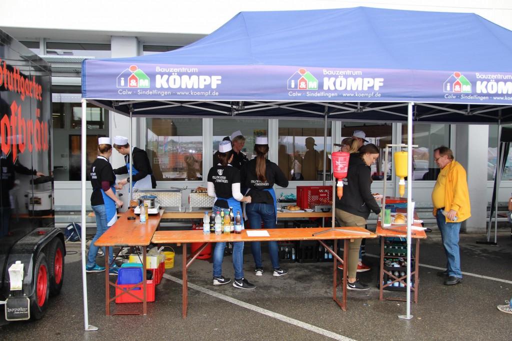 Unsere Jugend hat am Samstag die Besucher der Hausmesse des Bauzentrum Kömpf bewirtet.