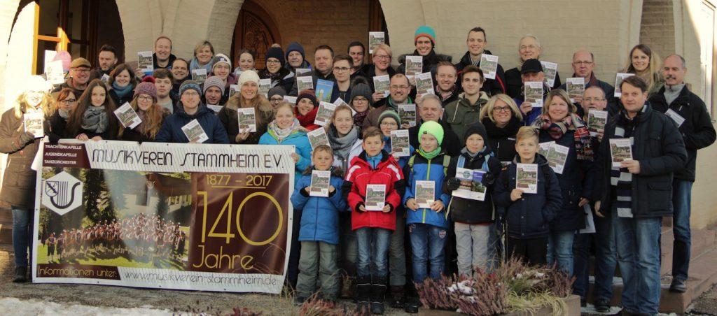 Verteilaktion des Musikverein Stammheim vor dem Rathaus
